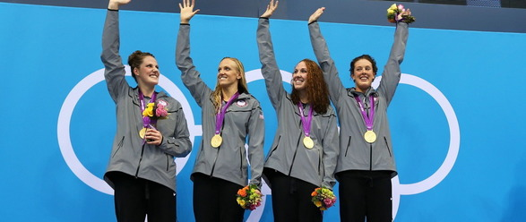 womens-us-swimming-team-wins-gold-in-4x200m-freestyle-relay-05 3